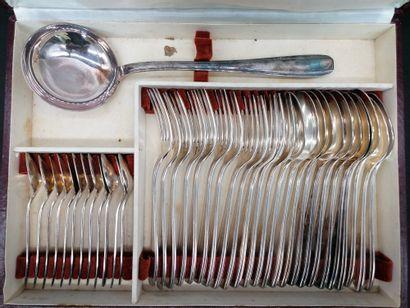 ERCUIS  Ménagère en métal argenté dans son écrin d'origine  Douze fourchettes  Douze...