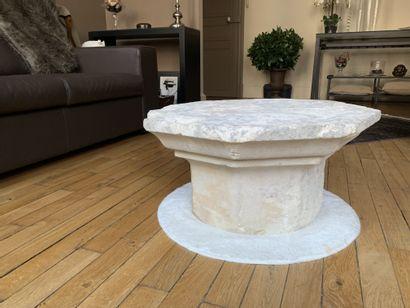 TABLE BASSE  Formée par un chapiteau de colonne...