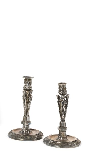 PAIRE DE FLAMBEAUX en bronze argenté, le...
