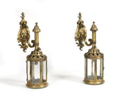 PAIRE DE LANTERNES D'APPLIQUE en bronze et...