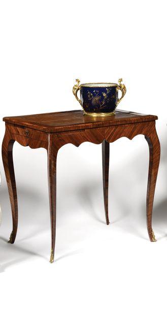 TABLE RECTANGULAIRE en bois de violette ouvrant...