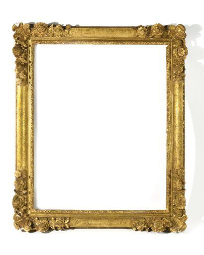 * CADRE EN BOIS sculpté, doré et gravé de...
