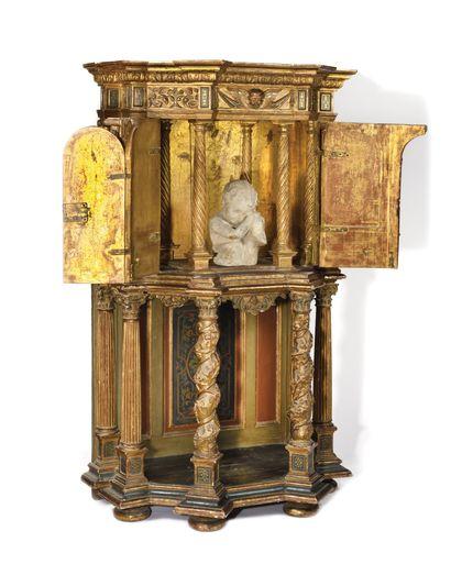 TABERNACLE en bois sculpté, peint et doré...