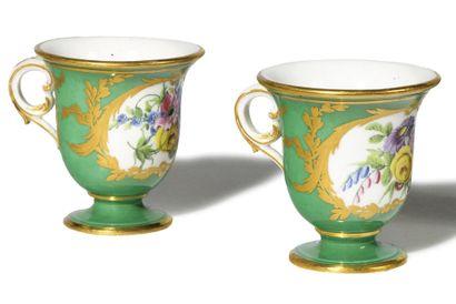 SEVRES Deux tasses à glace en porcelaine tendre provenant du service offert par...