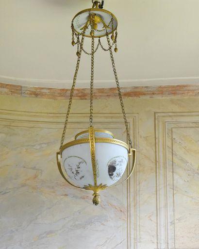 * SUSPENSION en opaline peinte (usures) à...