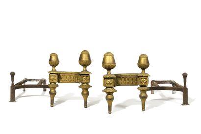 * PAIRE DE CHENETS en bronze doré, à entrelacs,...