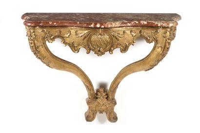 CONSOLE en bois sculpté et doré, la ceinture...
