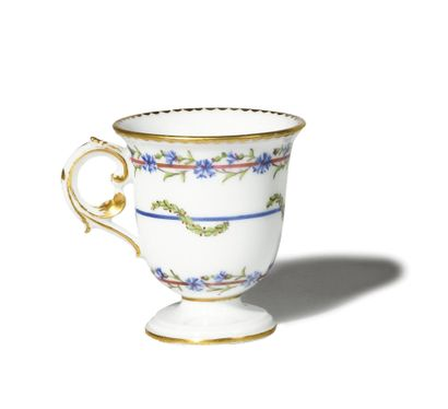 SEVRES Tasse à glace en porcelaine dure du...
