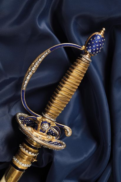 LUXUEUSE EPEE PRINCIERE OU D'UN HAUT DIGNITAIRE EN OR ENRICHIE D'ENVIRON 370 DIAMANTS....