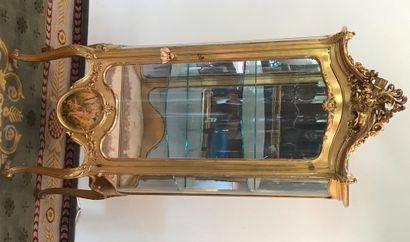 VITRINE  De style Louis XV galbée et vitrée...