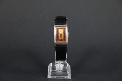 LIP T18 VERS 1950. Réf: 8401XX. Montre bracelet...