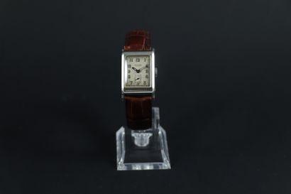 LONGINES VERS 1940. Montre bracelet en acier,...