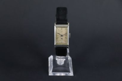 LIP T18 VERS 1950. Réf : 803XXX. Montre bracelet...
