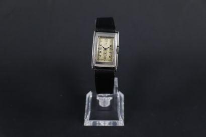 LIP T18 STANDARD VERS 1950. Montre bracelet...
