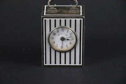 PENDULETTE VERS 1900. N°91919. Petite pendulette...
