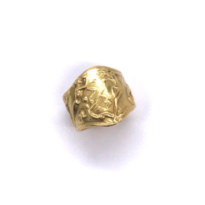 RING LALIC presenting a decor of dancing nymphs. Set in 18K yellow gold. TDD: 54....