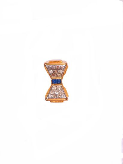 ANNEES 1940 RING in 18K yellow gold and platinum with a knot motif decorated with...