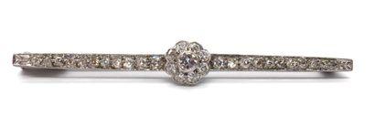 BROCHE ornée d'une fleur en diamants taille...