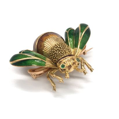 BROCHE présentant un scarabé en or jaune...