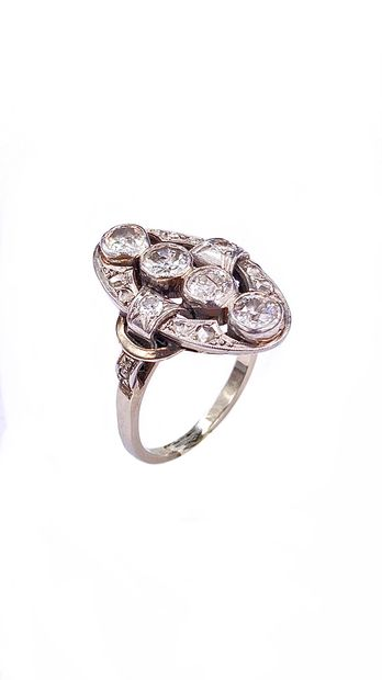 ART DECO RING holding a line of four antique cut diamonds in an oval setting adorned...