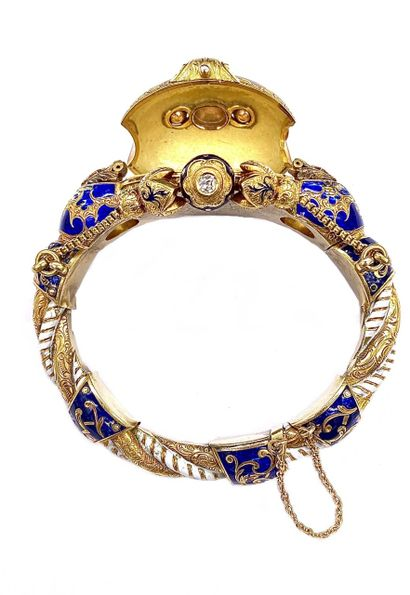 BRACELET in 14K yellow gold with blue and white enamel. Chiseled frame adorned with...