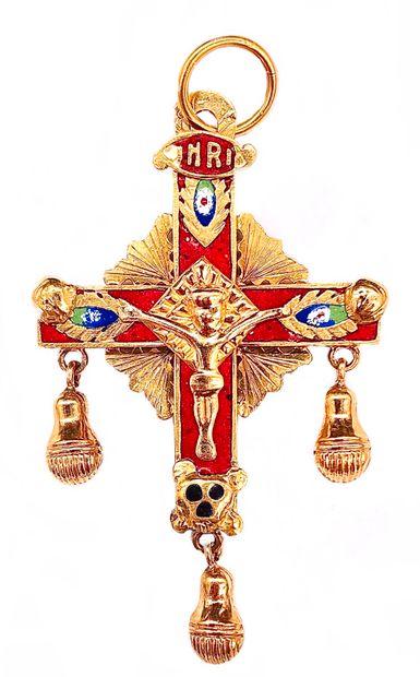 PENDENTIF en forme de croix présentant le...