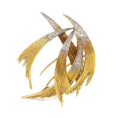 BROCHE présentant cinq motifs de plume ornés...