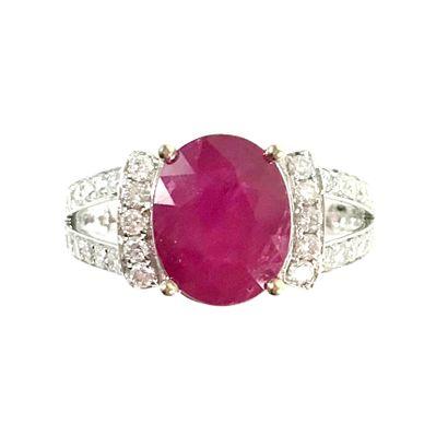BAGUE ornée d'un rubis ovale de 3.36 carats,...