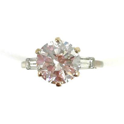 BAGUE SOLITAIRE ornée d'un diamant taille...