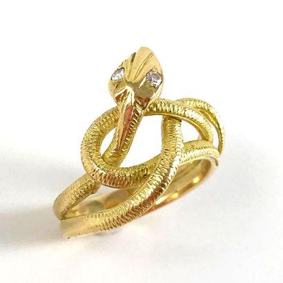 BAGUE  présentant un serpent entrelacé...
