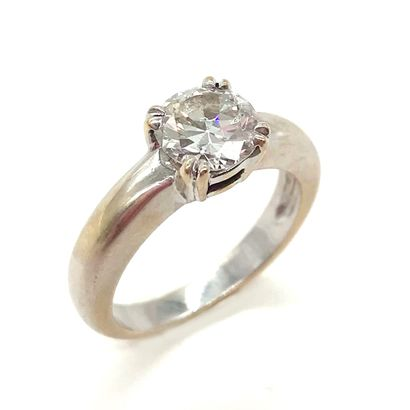 BAGUE SOLITAIRE orné d'un diamant de 1.16...