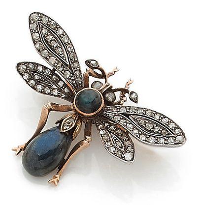 BROCHE présentant une libellule, ornée en...