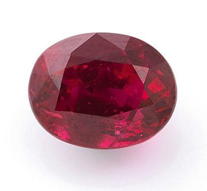 RUBIS SUR PAPIER de 1.50 carat de forme ovale,...