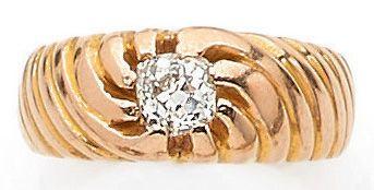 BAGUE retenant un diamant taille ancienne...