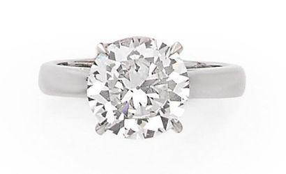 BAGUE SOLITAIRE ornée d'un diamant de 3.54...
