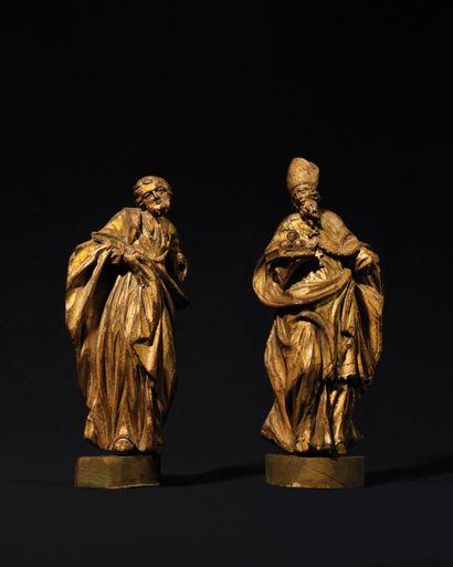 DEUX FIGURES DE SAINT en bois doré (restaurations)...