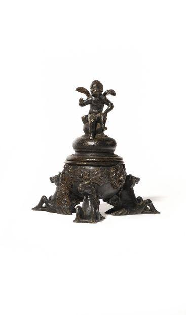 ENCRIER en bronze patiné tripode reposant...