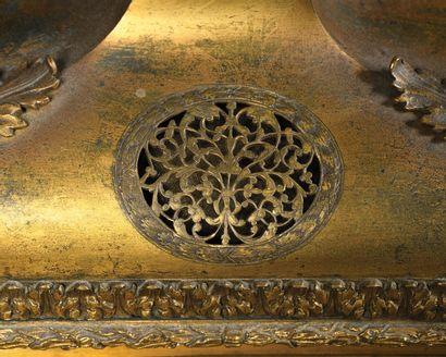 PENDULE en bronze doré, laiton doré et gravé, peut-être également argenté et gravé,...