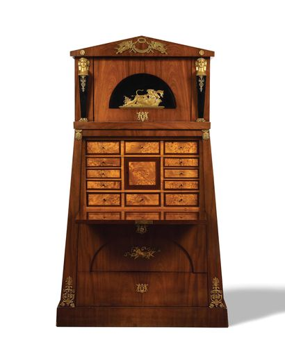 LARGE SECRETARY of pyramidal shape in mahogany and mahogany veneer, it presents...