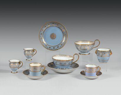 SEVRES Deux grandes tasses à thé et deux...