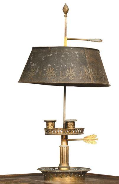 LAMPE BOUILLOTTE en bronze doré à décor ajouré...