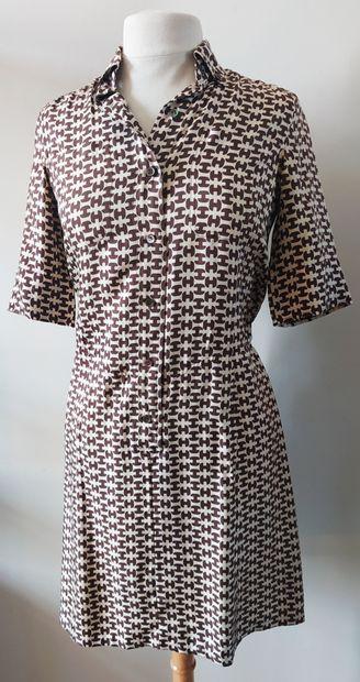 HERMES SPORT  Robe chemise en soie à motifs...