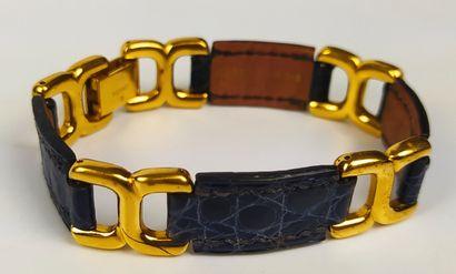 HERMES  Bracelet en croco bleu et attaches...