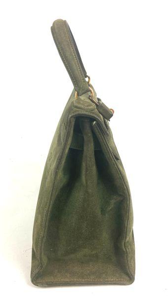 HERMES PARIS  Sac modèle Kelly 29 cm en daim vert anglais, fermoir plaqué or, poignée...
