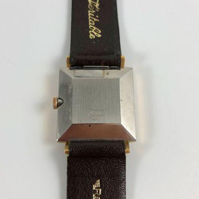 ESKA Carrée. Réf 811. Montre bracelet Eska en plaqué or, boitier carré. Cadran...