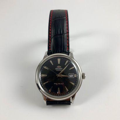 ORIENT Automatic Réf : AC00XXXX Importante montre en acier équipé d'un mouvement...