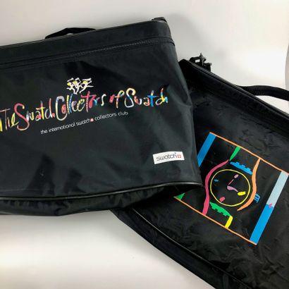 Ensemble publicitaire, documentation, sac, pins en lien avec la marque Swatch