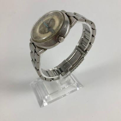 OMEGA DYNAMIC.Vers 1970. Montre bracelet en acier avec boîtier ovale. Cadran deux...