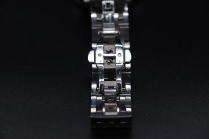 BULOVA 63A126 Circa 2010. Réf : 99095109/C8601061/B4 Montre en acier inoxydable...