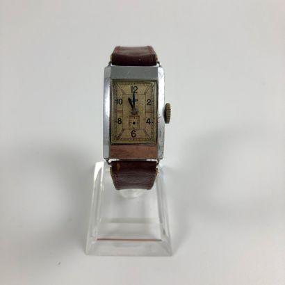 LIP T18 Vers 1930. Montre bracelet en acier,...